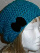 Серая и голубая шапочки