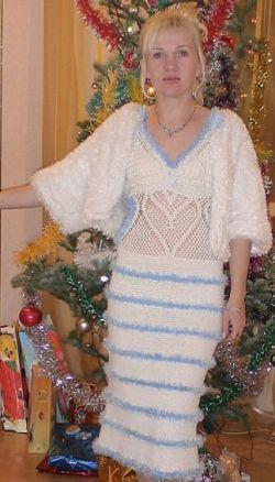 """Белое платье вязаное крючком с рукавами из пряжи  """"травка """" и отделочными..."""