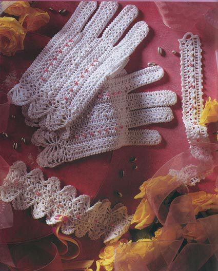 Перчатки и браслет.