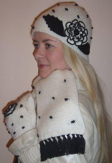Пуловер с пелериной вязаный спицами