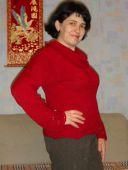 Алый свитер